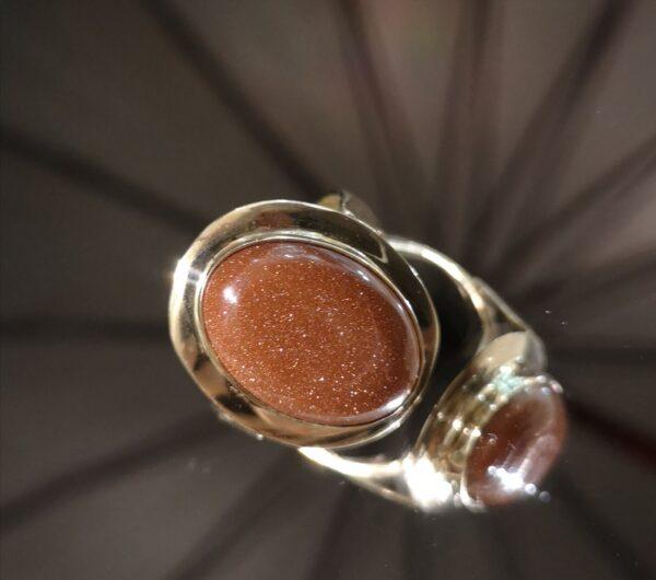 Pierścionek złoty z piaskiem pustyni