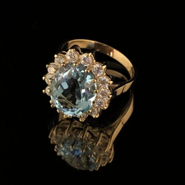 Złoty pierścionek z naturalnym topazem